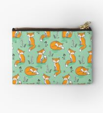 Dreamy Fox in Green Studio Pouch