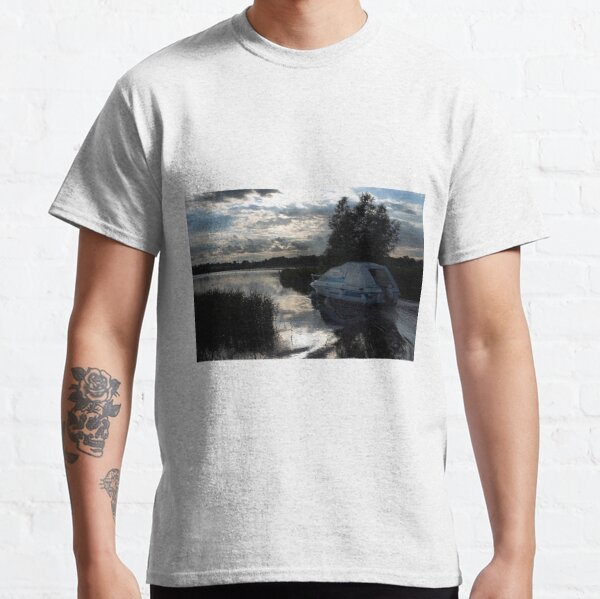 A boat travelling the Norfolk Broads near dusk Classic T-Shirt
