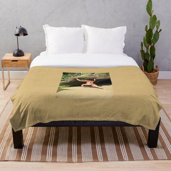 Naked muscle rasta Throw Blanket