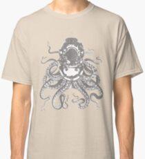 Octopus in a diving helmet Classic T-Shirt