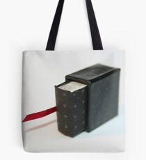 Lettres aux Cubes : W - miniature book n°1 Tote Bag