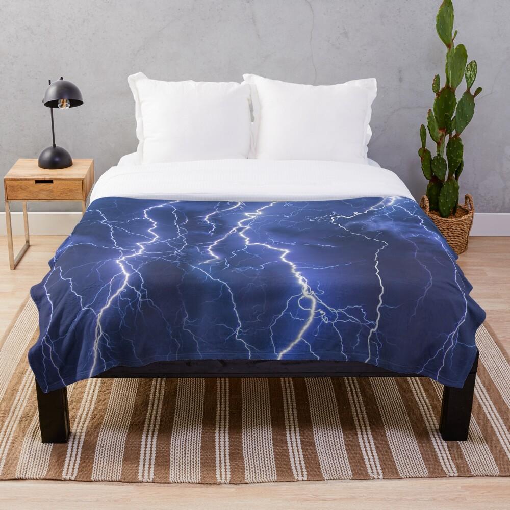 Dazzling blue lightning Throw Blanket
