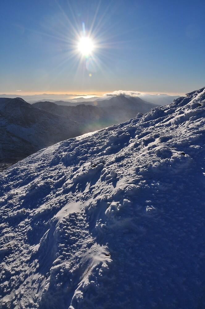 Snow and Sun high on Carrauntohil (Corrán Tuathail) by amuigh-anseo