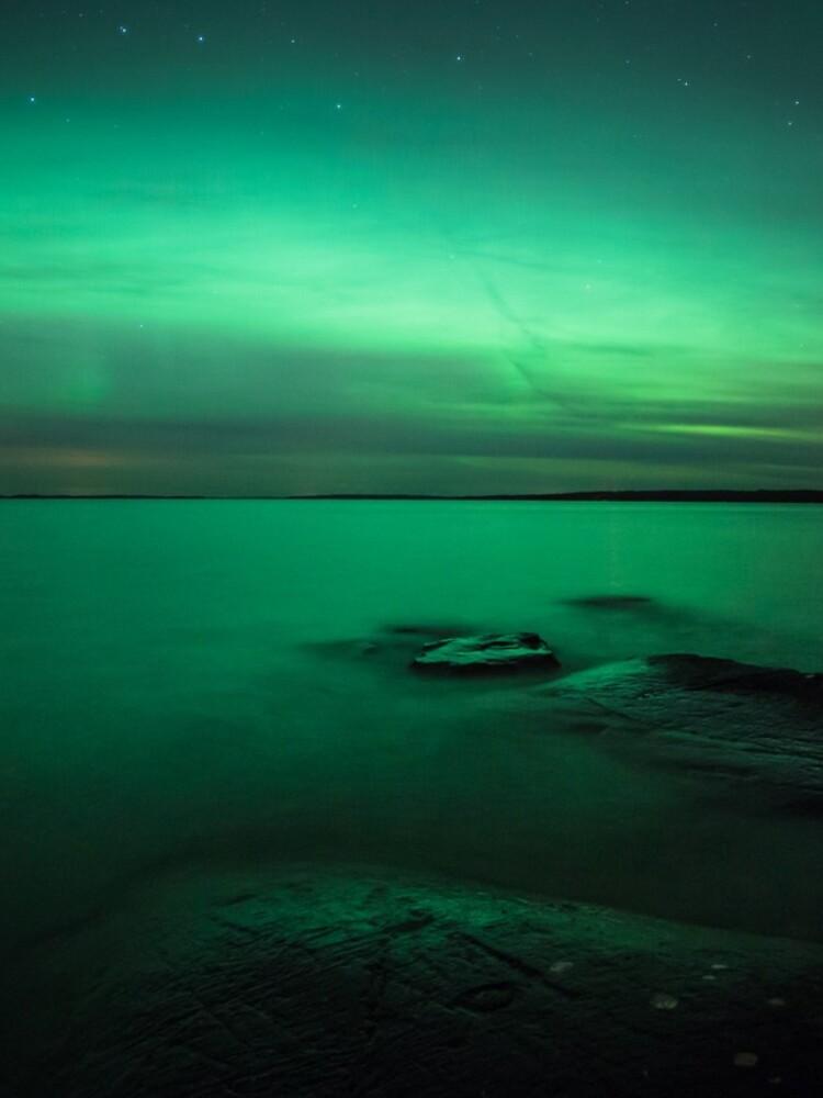 Mystic northern lights glow by Juhku