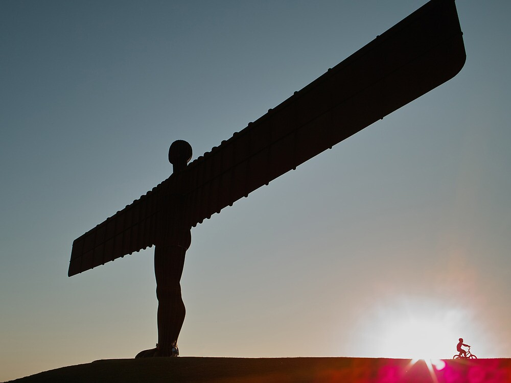 angel of the north at dusk by chou888