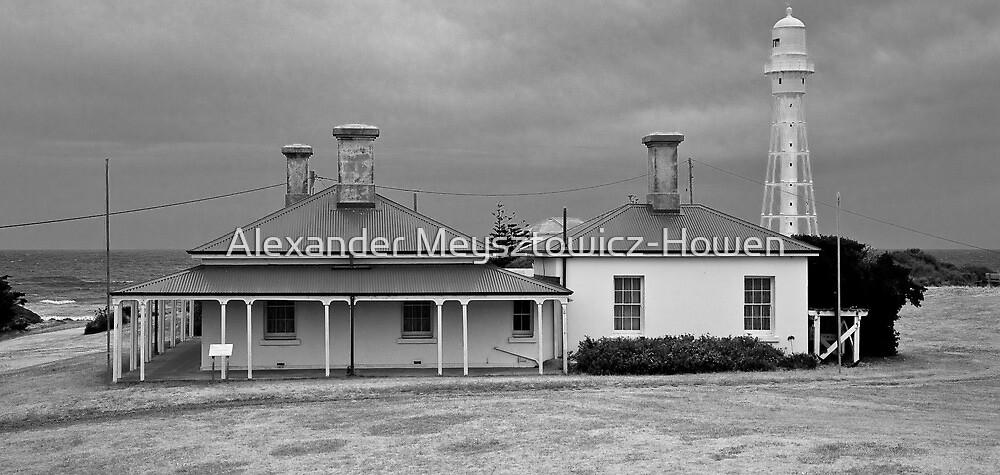 Lighthouse keeper's residence by Alexander Meysztowicz-Howen