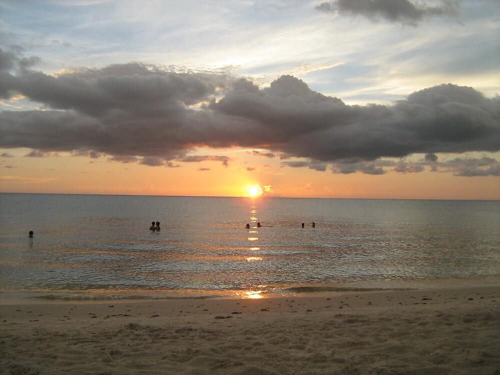 I love the beach by ceciperu