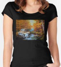 Camiseta entallada de cuello ancho Viviendo en una furgoneta, junto al río