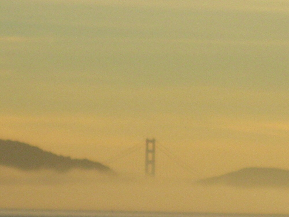 Golden Gate Bridge from Judy's beach by kevin seraphin