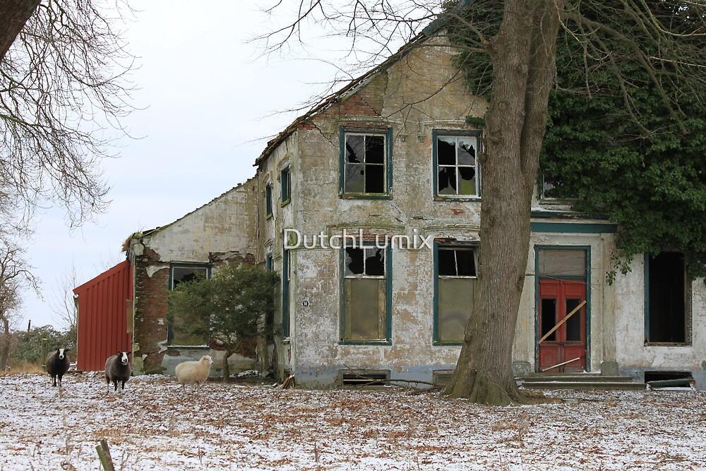 Abandoned farmhouse  by DutchLumix
