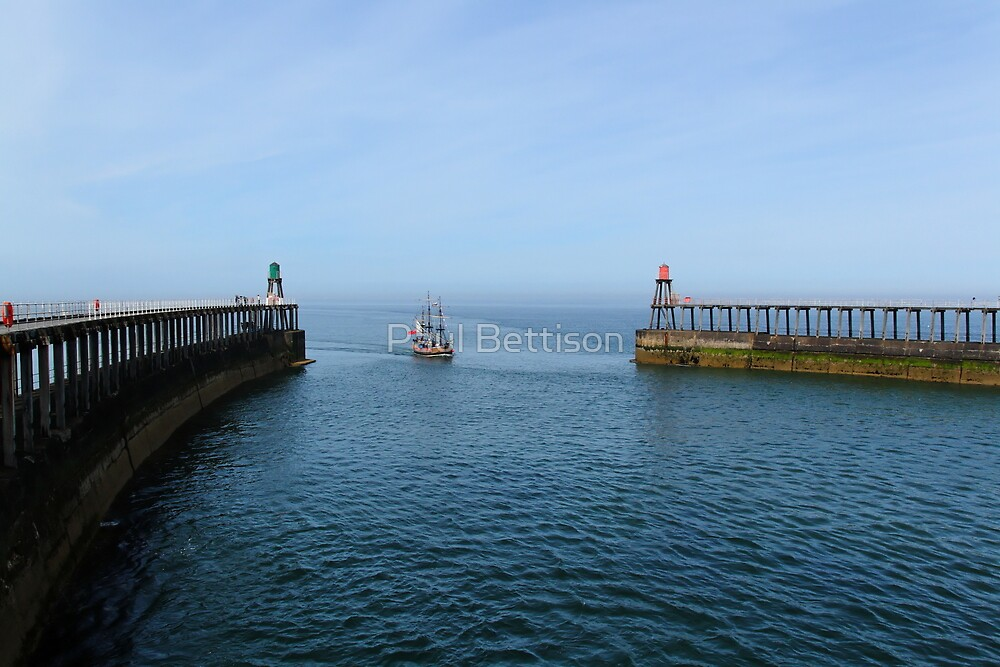 Whitby Piers by Paul Bettison