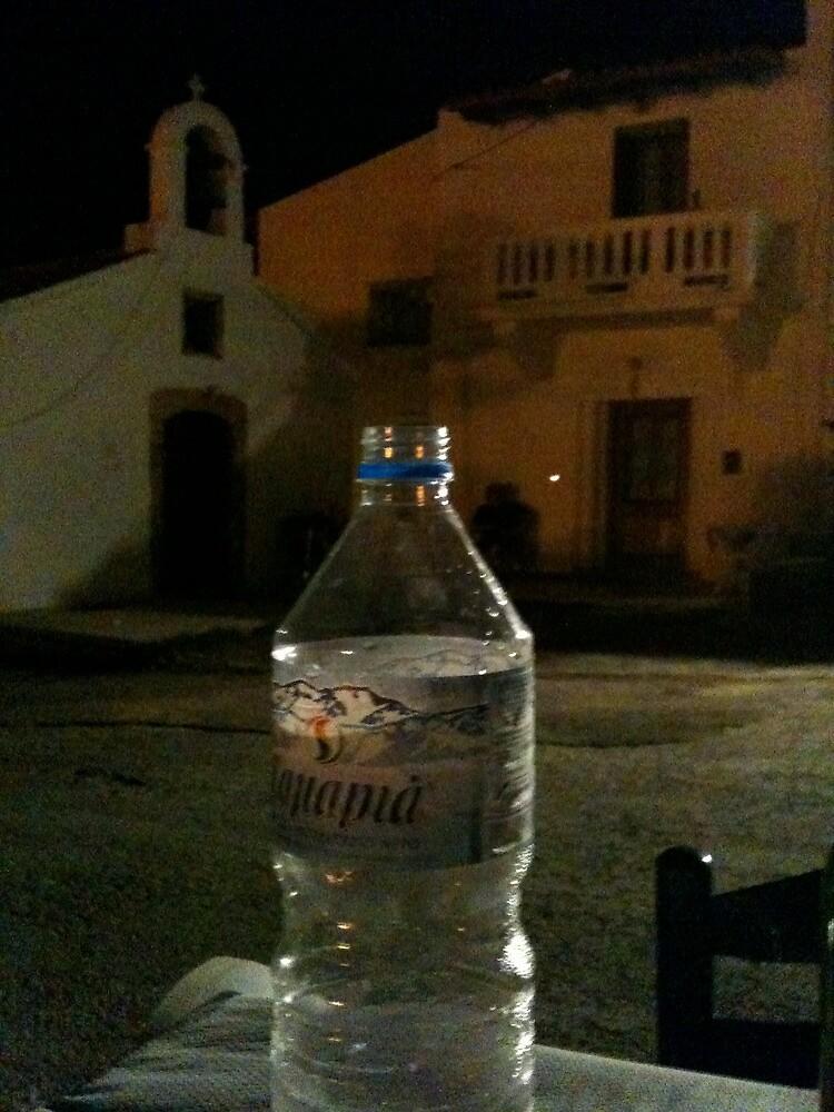 water bottel in Kreta by Fahar