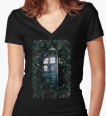 Police Box in The Garden Hoodie / T-shirt Women's Fitted V-Neck T-Shirt