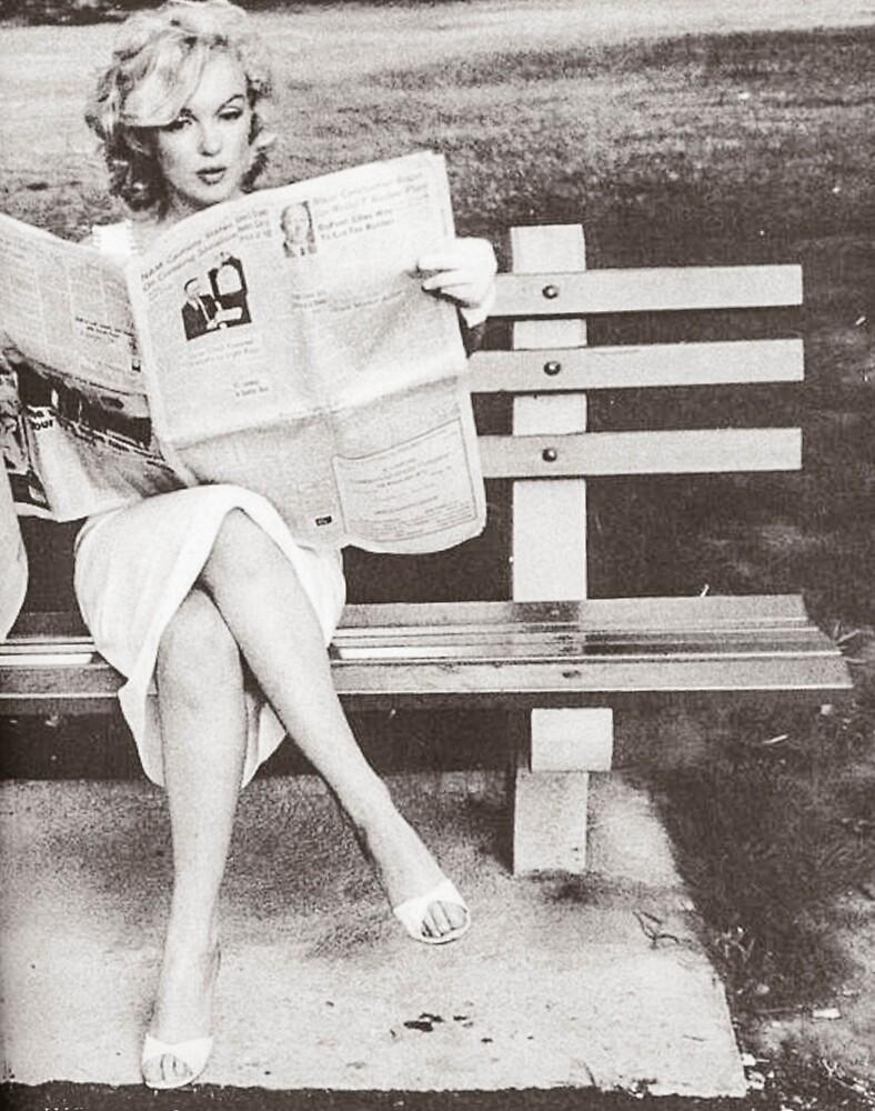 Marilyn leyendo en Central Park» de Angelacassiani | Redbubble