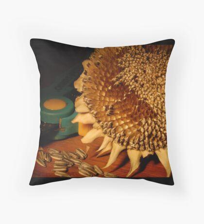 lopped ii Throw Pillow