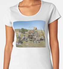 Texas cowboys in 1900 — a chuckwagon lunch during a cattle roundup Premium Scoop T-Shirt