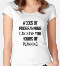 Planen Sie Ihre Programmierung. Tailliertes Rundhals-Shirt