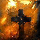 Auf einem Hügel stand weit weg ein altes schroffes Kreuz von Marie Sharp