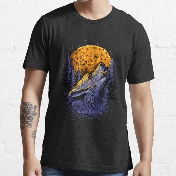 Wolf and the moon. Essential T-Shirt