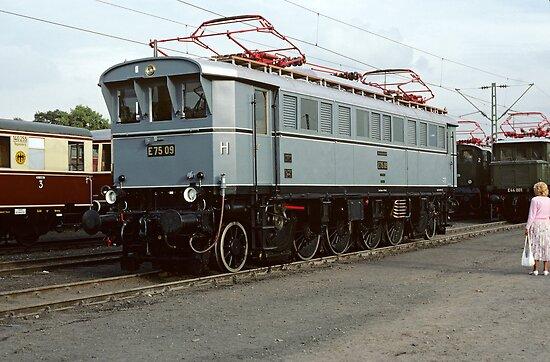 E75 09 at Bochum, Germany, 1985 by David A. L. Davies