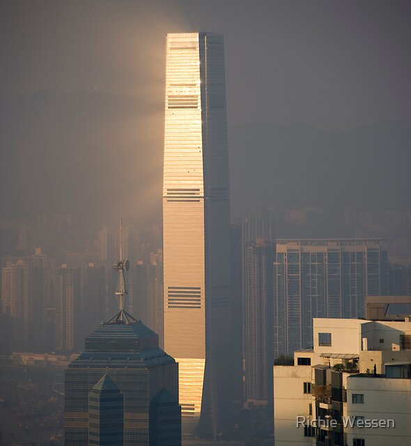 Sunshine Building - Hong Kong by Richie Wessen