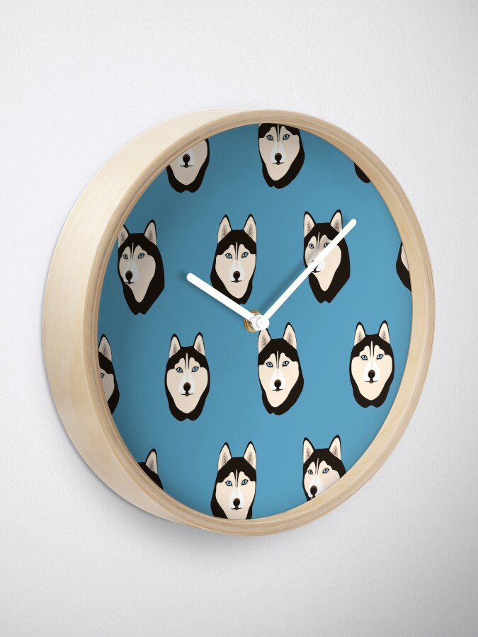 Alternate view of Husky Dogs Heads Clock