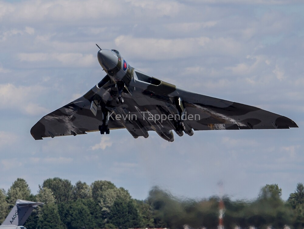 Vulcan Take off  by Kevin Tappenden