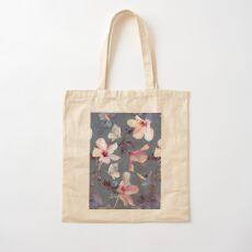 Schmetterlinge und Hibiskus-Blumen - ein gemaltes Muster Baumwolltasche