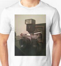 Old school canon camera :) T-Shirt