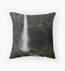 The great Lean in Throw Pillow