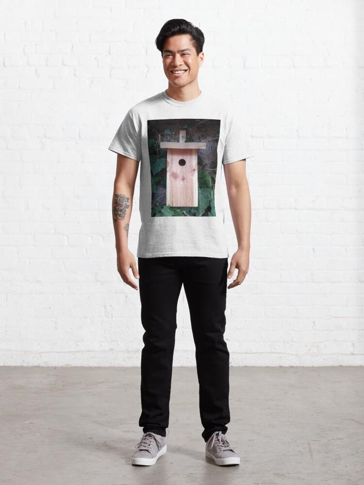 Alternative Ansicht von Der Nistkasten - Luxus für den Garten-Vogel Classic T-Shirt