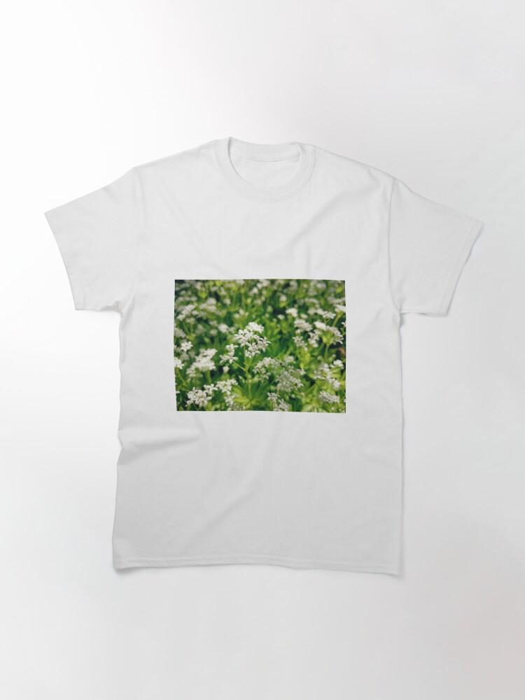 Alternative Ansicht von Zarte Waldmeister-Blüte Classic T-Shirt
