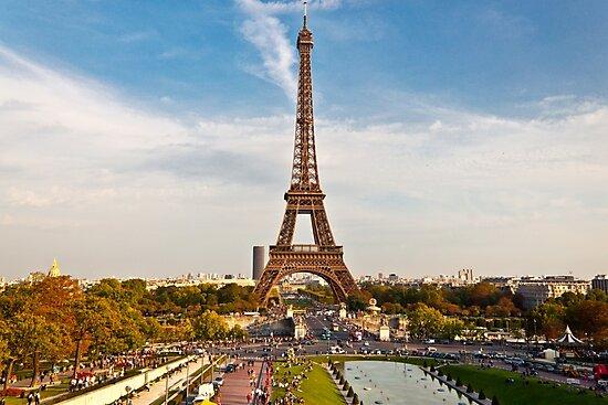 Eiffel Tower by Mathieu Longvert