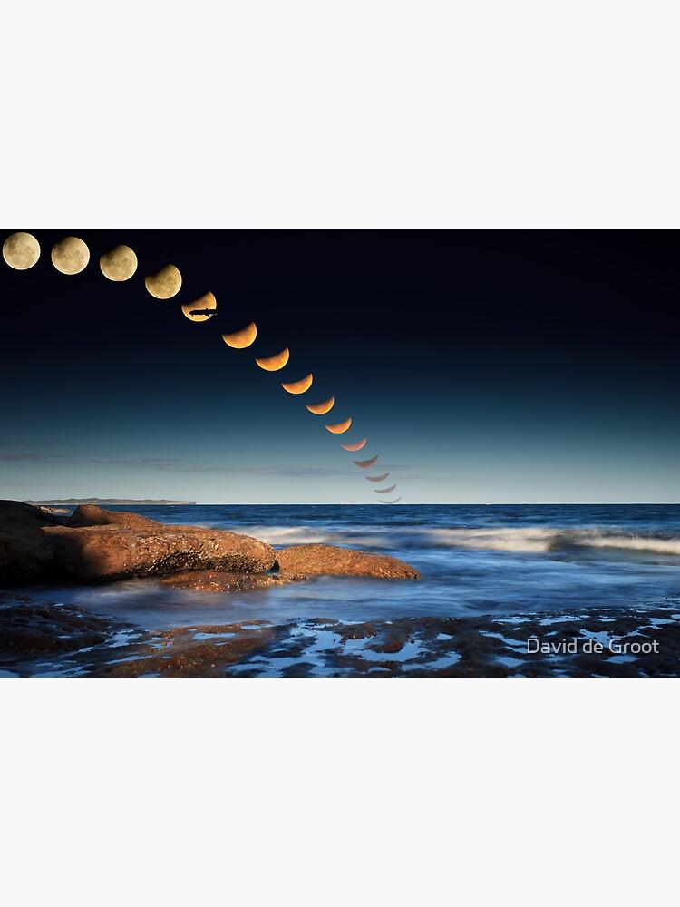 The December 2010 Summer Solstace Lunar Eclipse by dadegroot