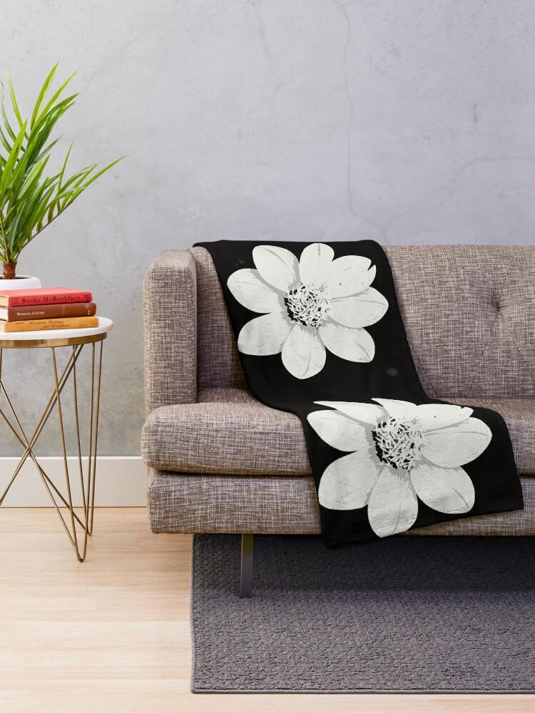 Alternative Ansicht von Weiß und Schwarz Blumen Fleecedecke