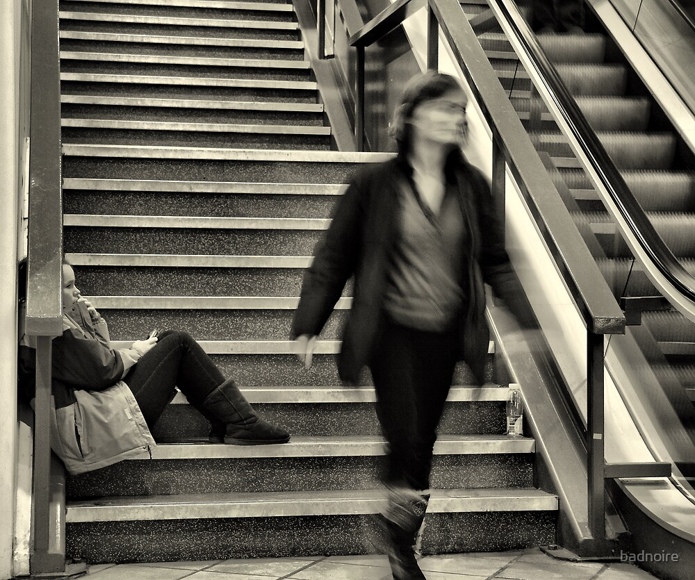 waiting girl and passing  woman by badnoire
