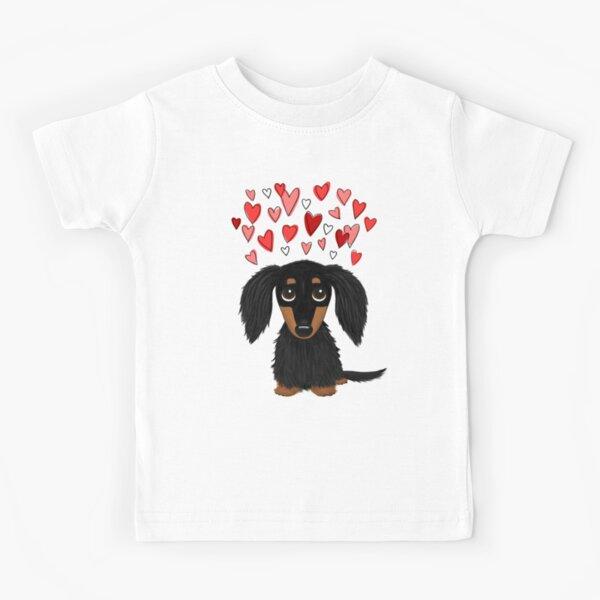 Dachshund de pelo largo negro y tostado con corazones Camiseta para niños