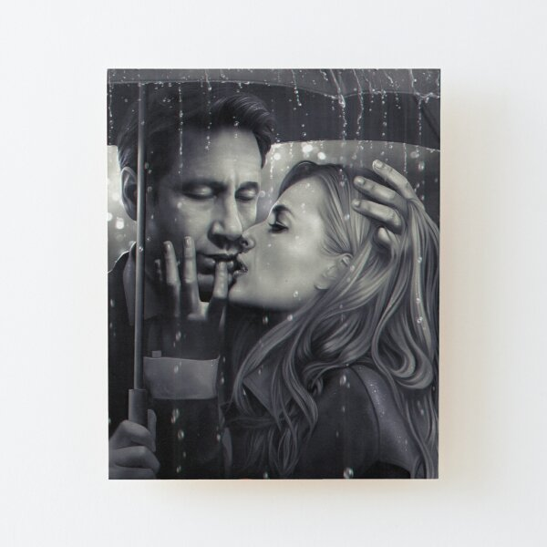 Mulder & Scully: Kiss under the rain Wood Mounted Print