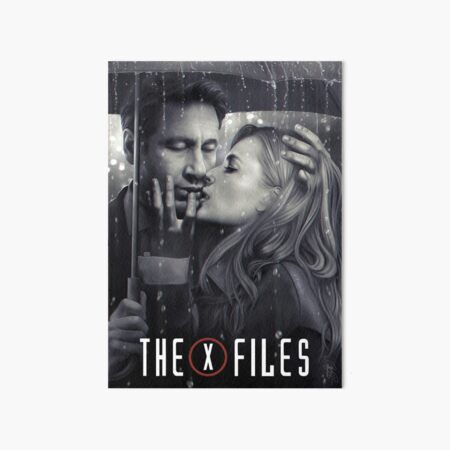 Mulder & Scully: Kiss under the rain Art Board Print