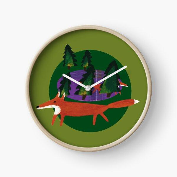 Wald mit Fuchs. Grün und lilanes Tartanmuster. Uhr