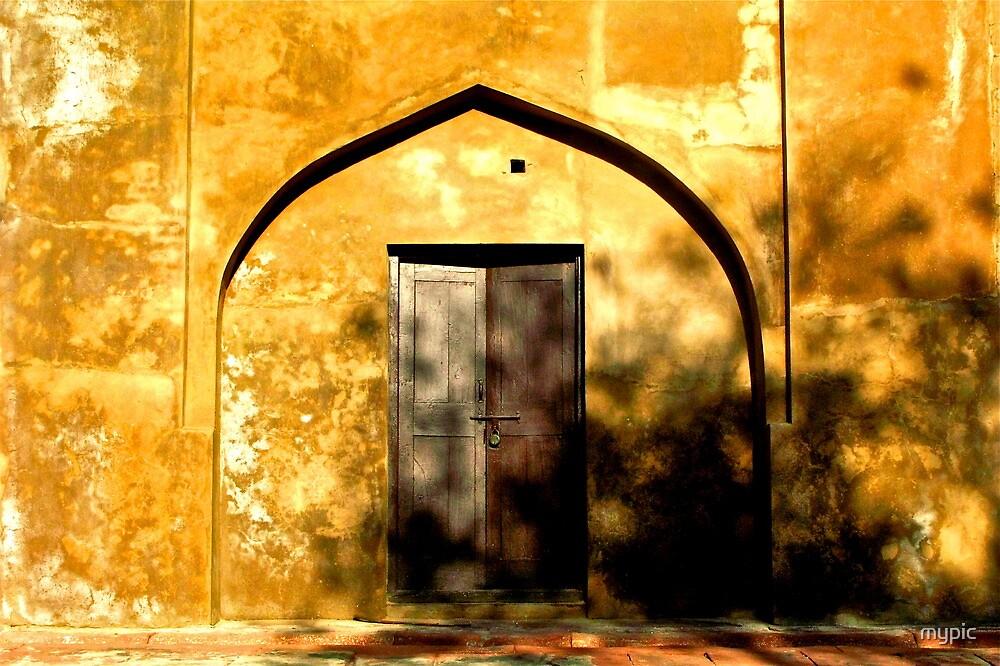 Golden doorway-Agra, India by mypic