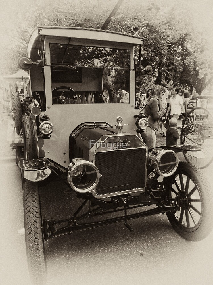 VERY OLD FORD by Gerard Rotse