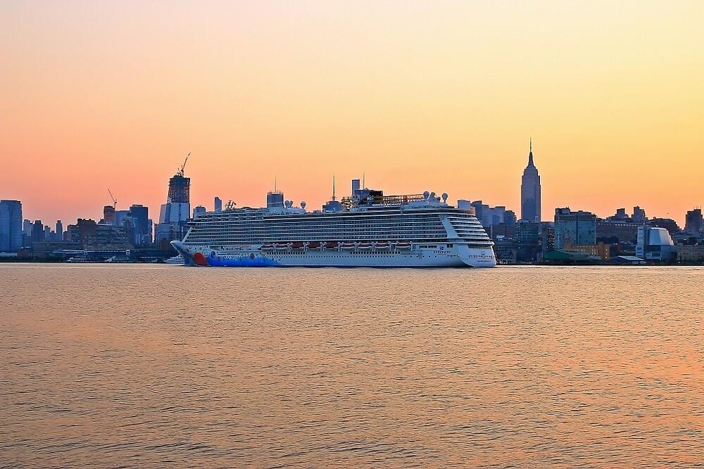 Cruise Ship Norwegian Breakaway Arivering New York at Sunrise by pmarella