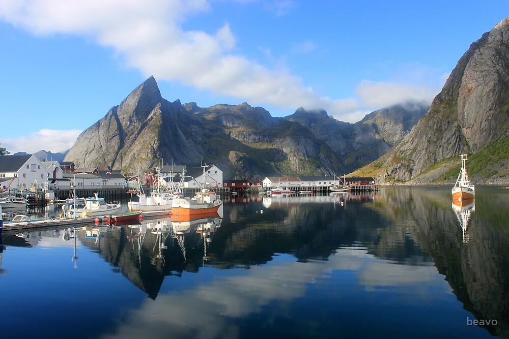 Reflections of Lofoten by beavo