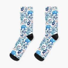Rosa, weißer und blauer Elefant und Blumenaquarell-Muster erröten Socken