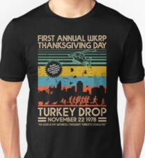 FIRST ANNUAL WKRP THANKSGIVING DAY - TURKEY DROP Slim Fit T-Shirt