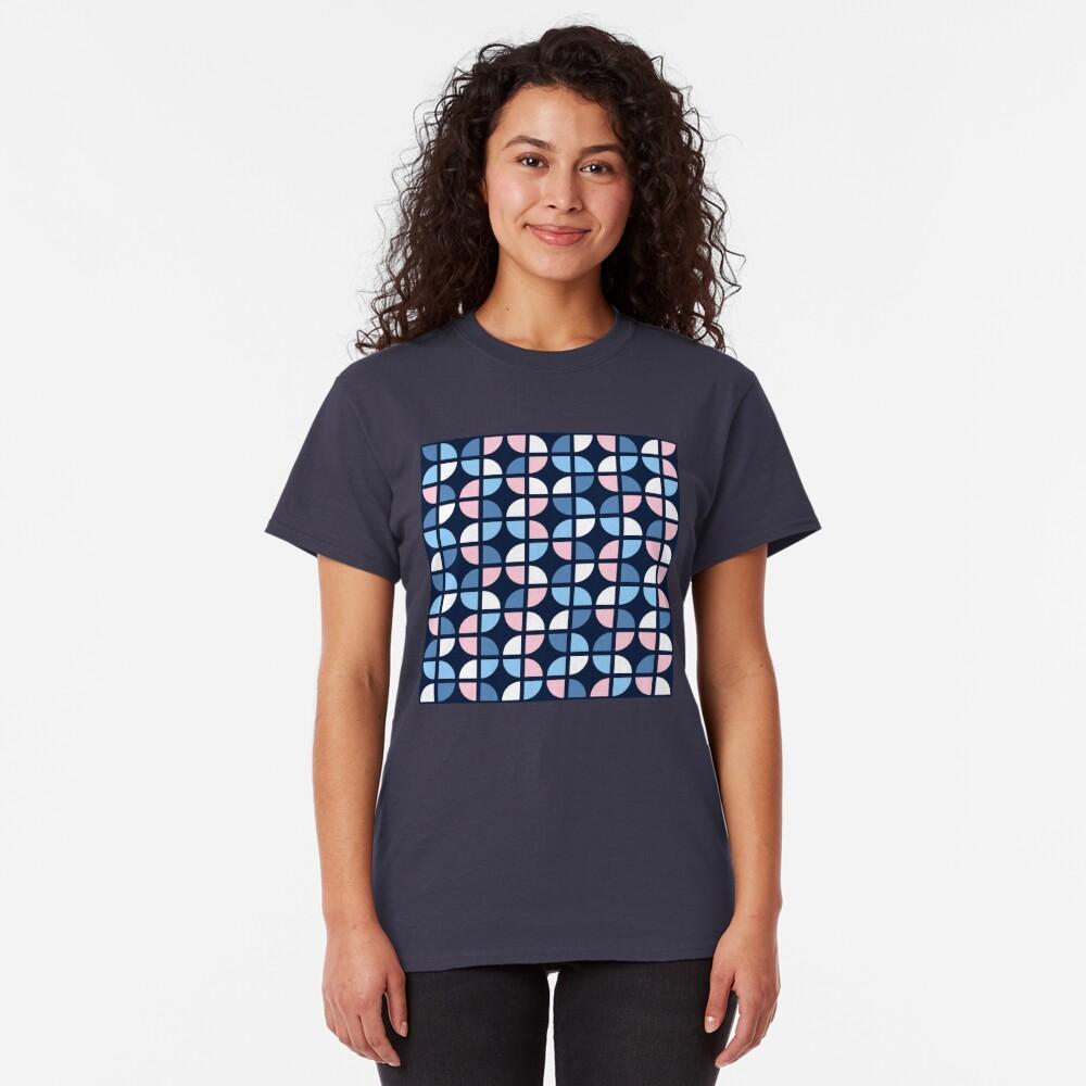 Geometric Pattern: Quarter Circle: Julia Classic T-Shirt