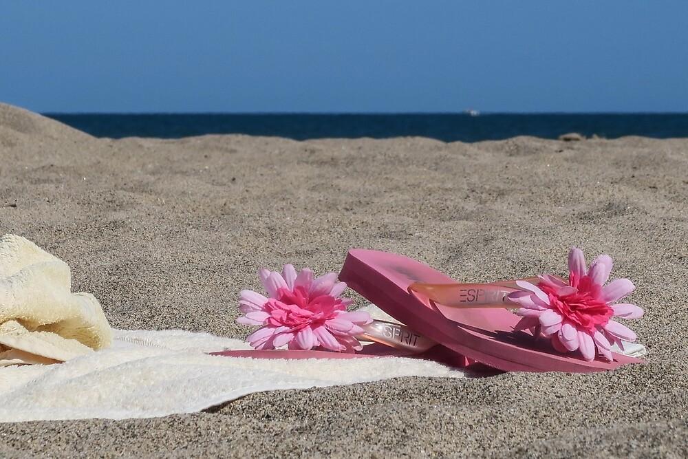 Sur la plage by John Thurgood