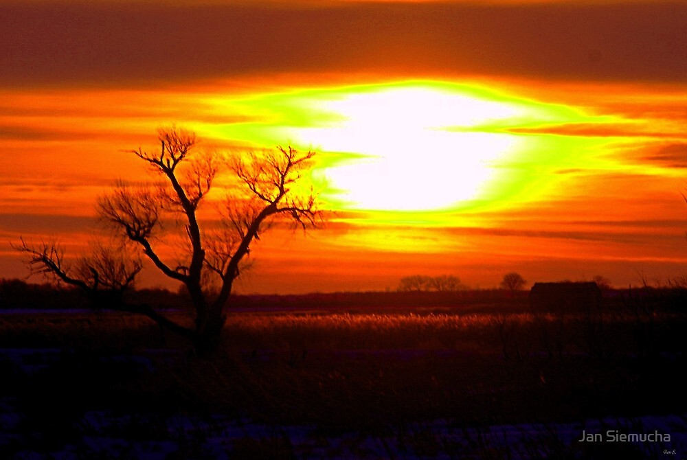 Fading Out of Sight / February Sunset  / 02-07-2011 by Jan Siemucha