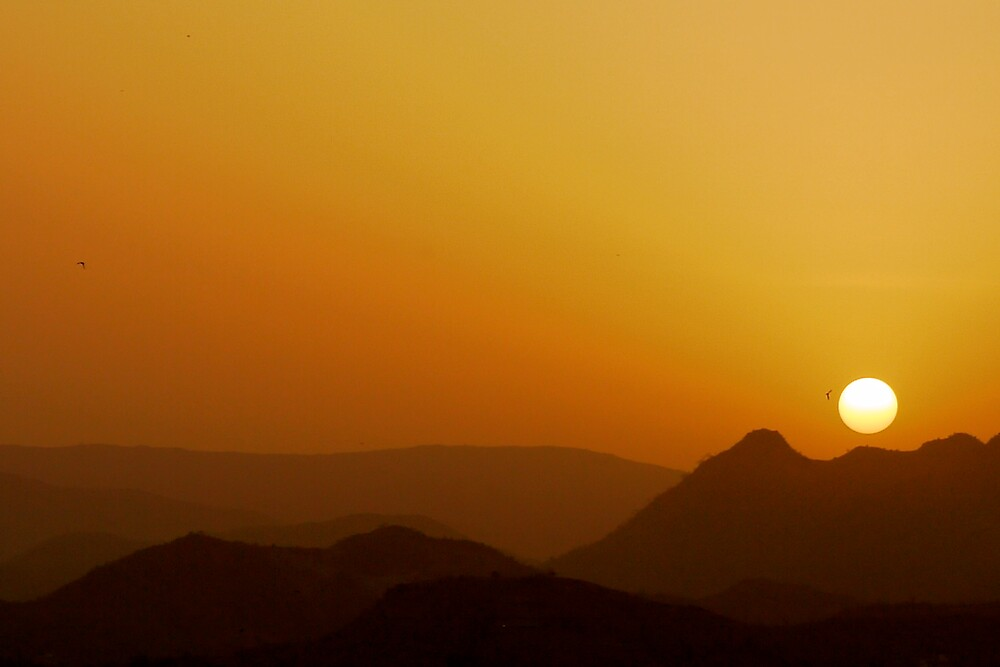sunset over udaipur by handheld-films